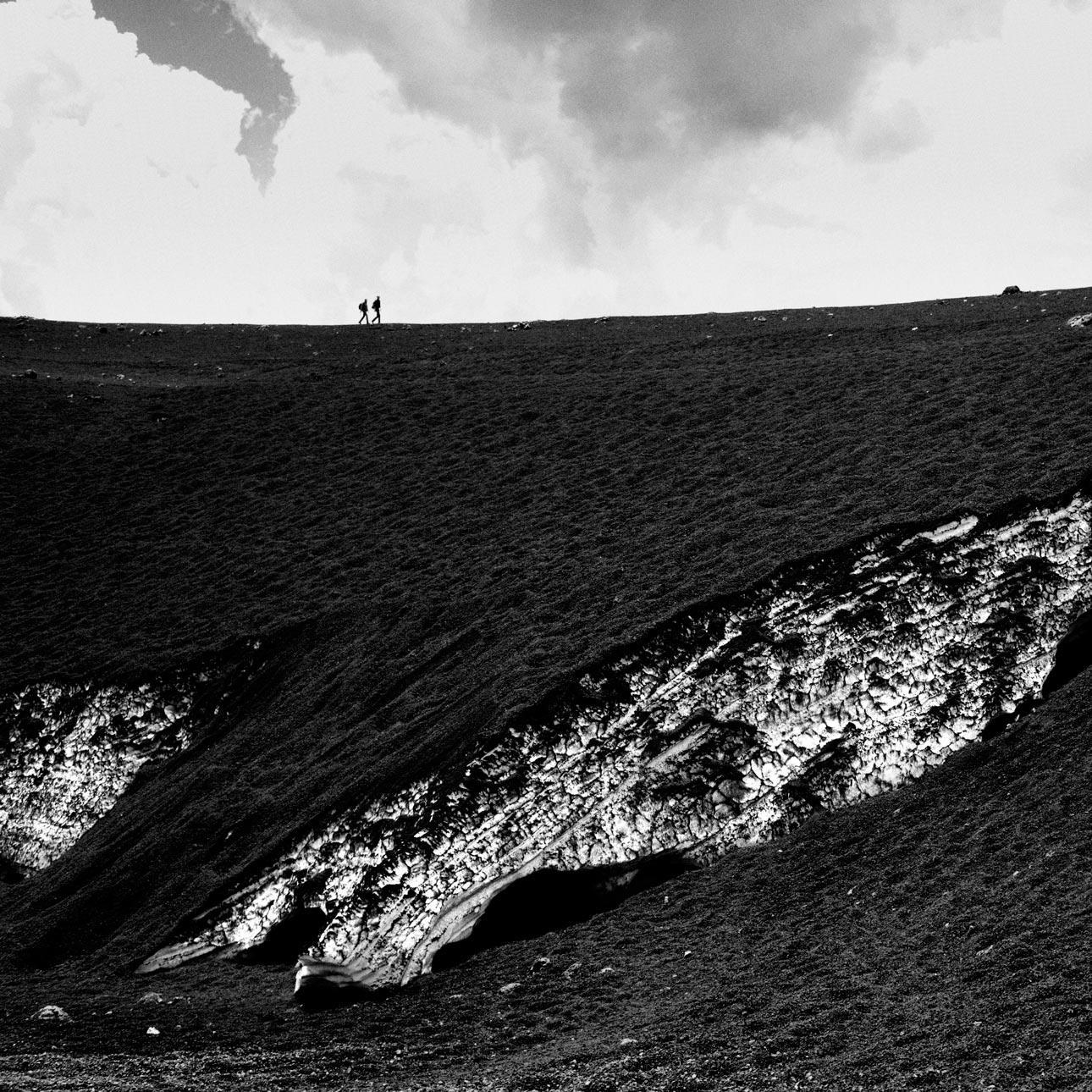 Deux promeneurs sur l'Etna