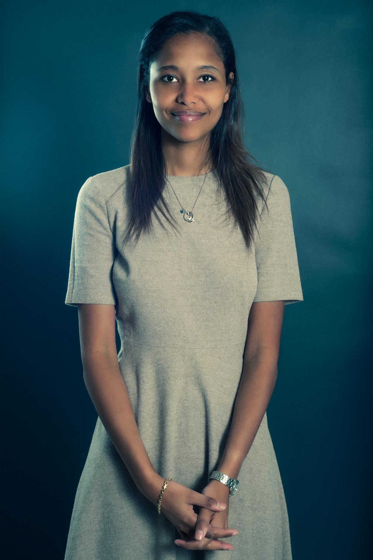 Portrait d'une jeune collaboratrice d'un cabinet d'avocat parisien