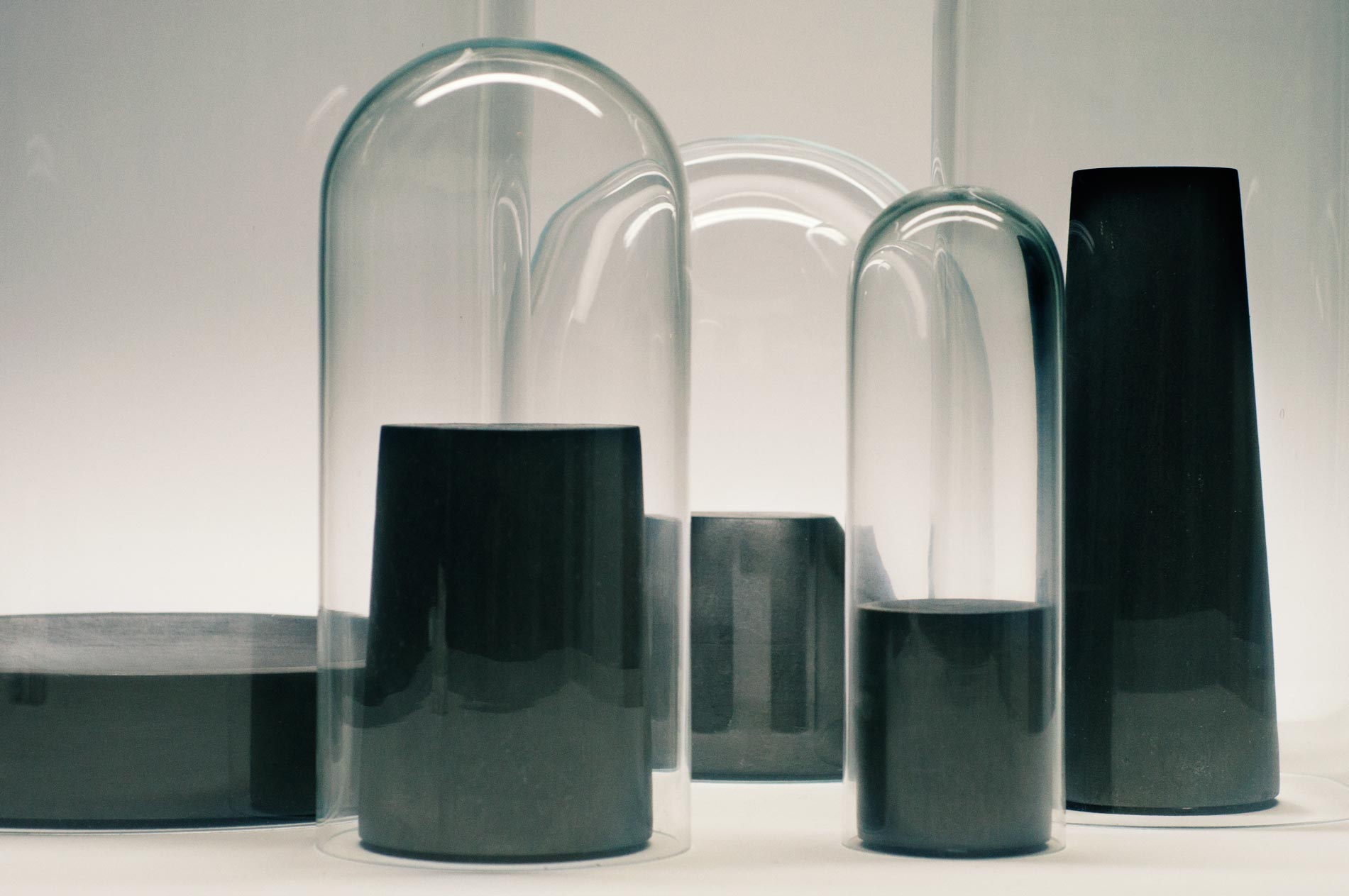Photographie packshot de dames et de globes en verre avec socle