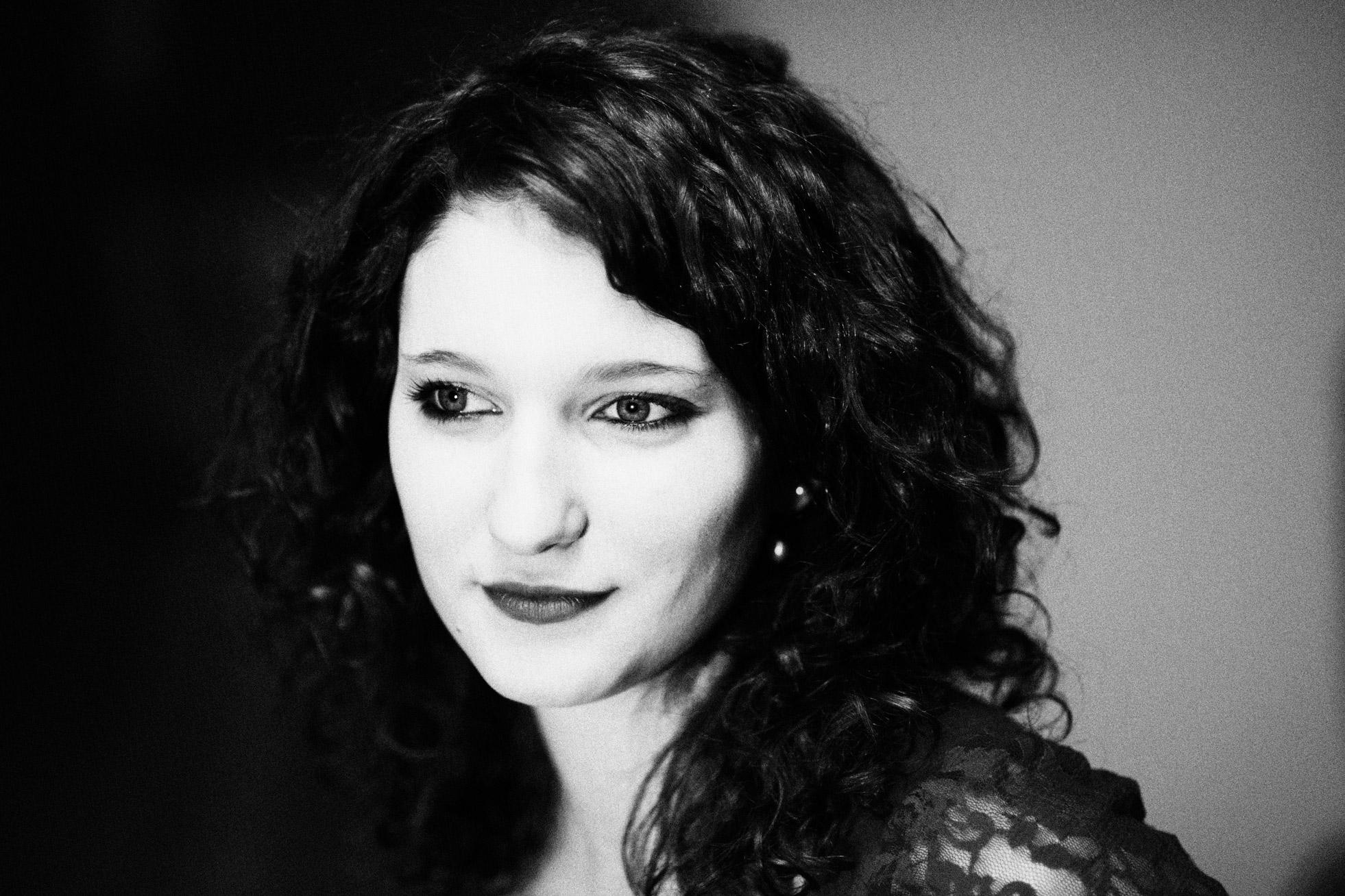 Portrait d'une modele en noir et blanc
