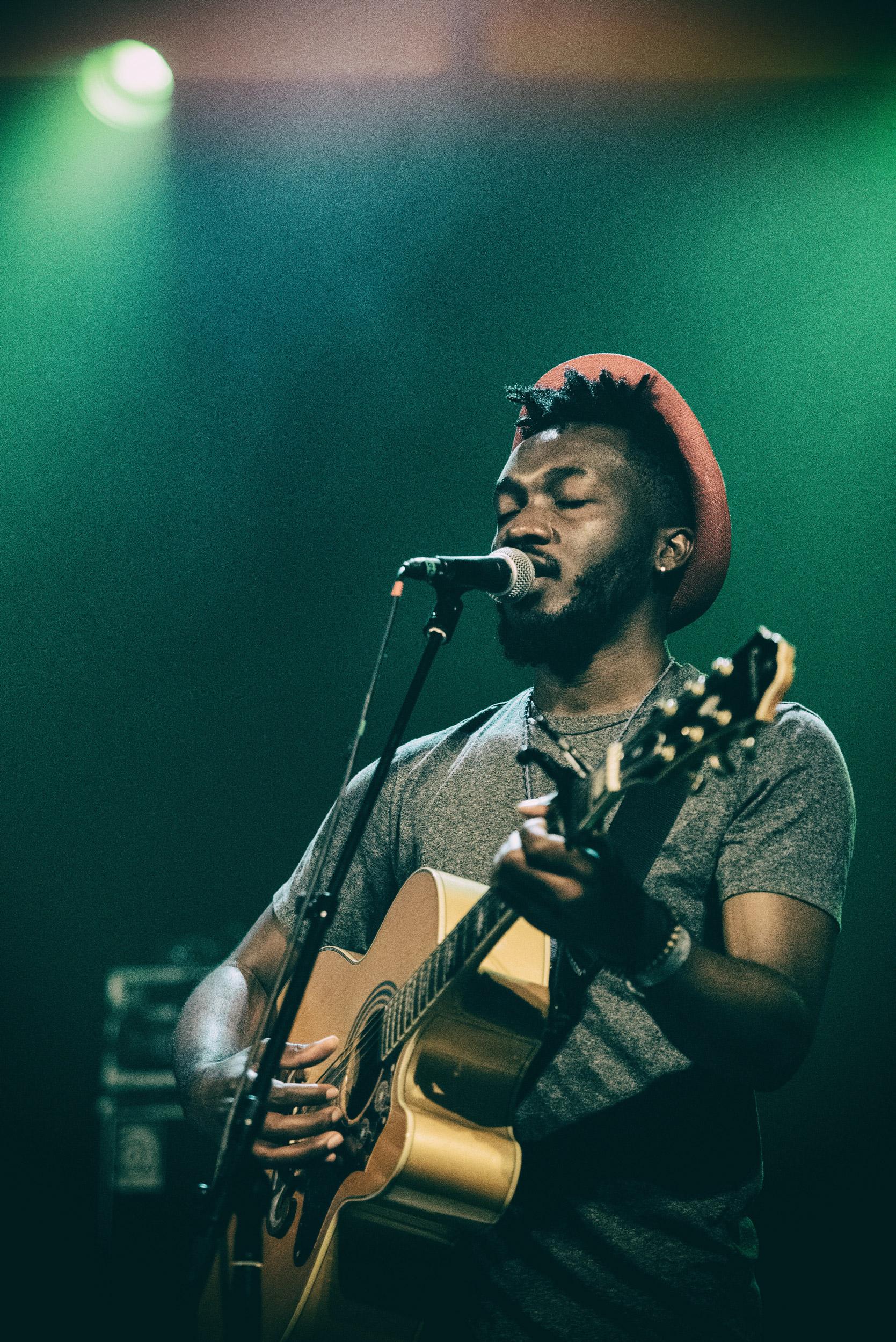 Photographie live du chanteur Jearian au Trianon à Paris