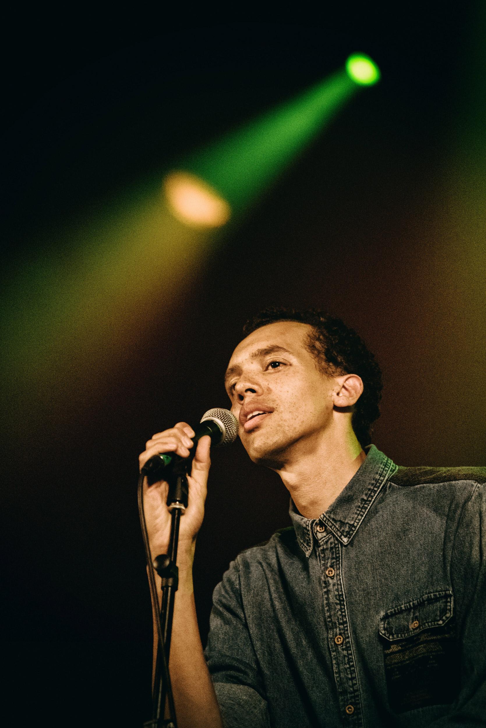 Photographie de Gaël Faye en concert au Trianon